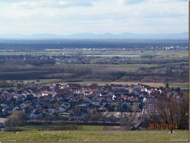 Blick in die Rheinebene und auf Untergrombach