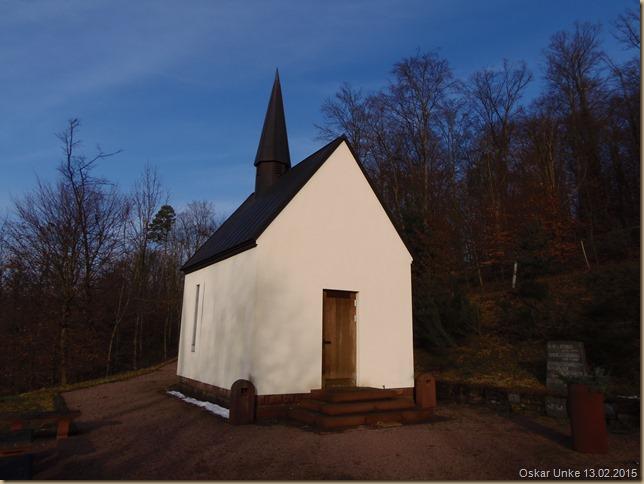 Kapelle versteckt im Wald