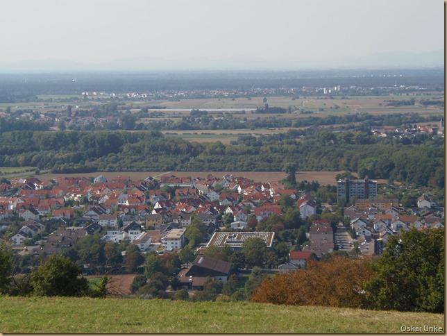 Blick auf Untergrombach und in die Rheinebene