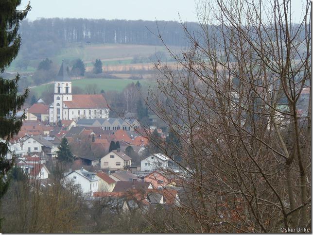 Blick auf Wössinger EV Kirche
